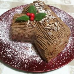 Bûche/Tronc de Noël garnie de crème d'œufs et glaçage au chocolat