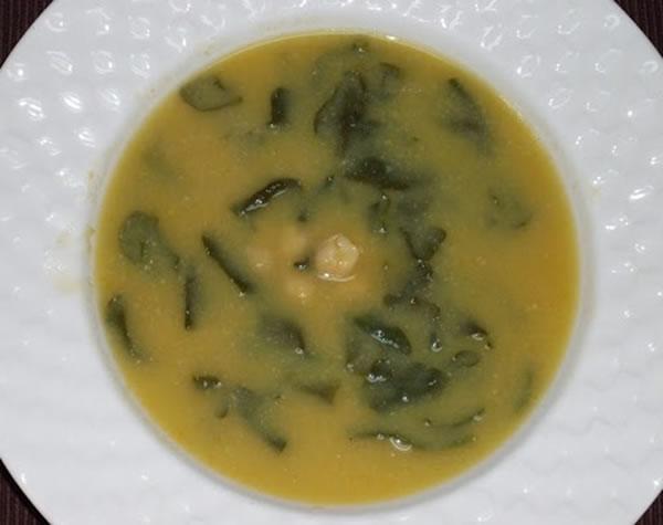 Soupe de pois chiches et les épinards