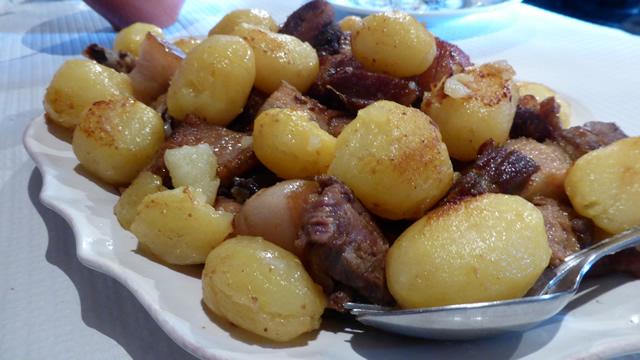 Rojões de porc avec pommes de terre