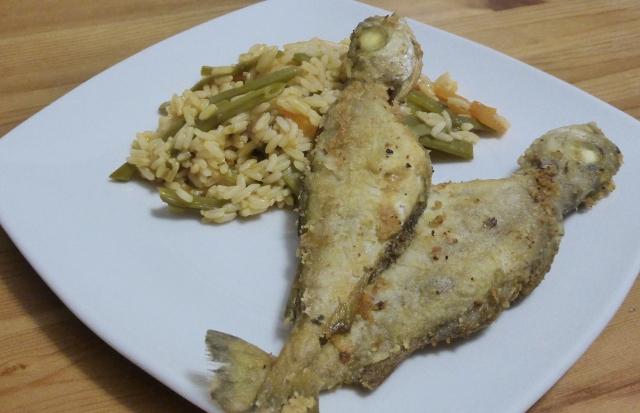 Fanecas frites avec riz d´haricot vert