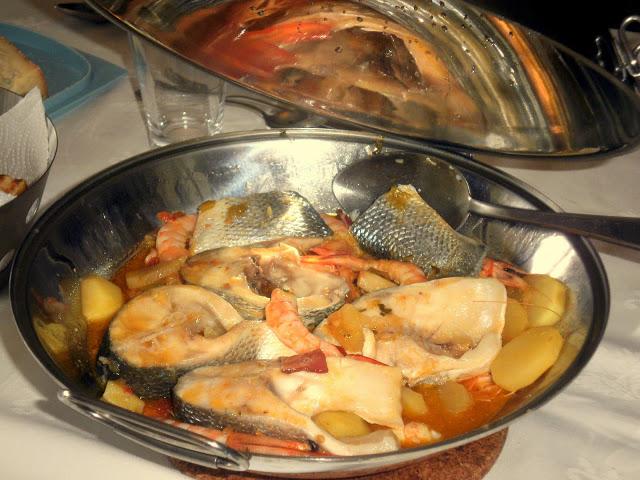 Cataplana de poisson bar (robalo) avec crevettes
