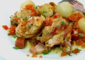Poulet dans la casserole en argile (Frango na púcara)